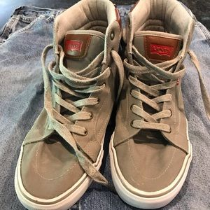 Levi's size 9 high top tennis shoe gray/brown.